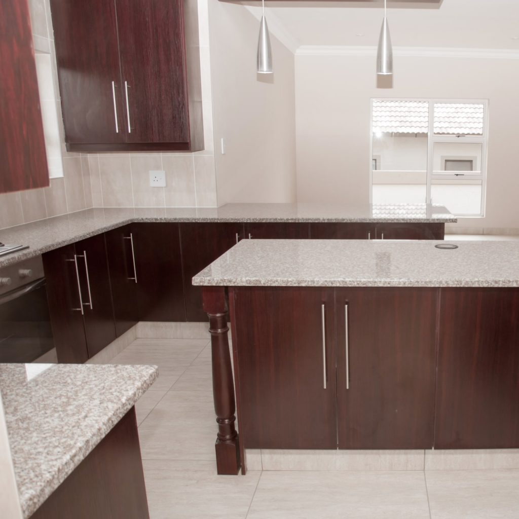 Kitchen Countertops and Floor Tile Installer in Glibert AZ